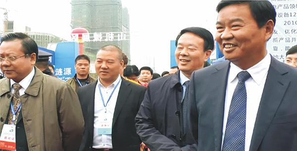 第五届湘博会,董事长康喜群陪同湖南省副省长何报翔(右一)参观步升