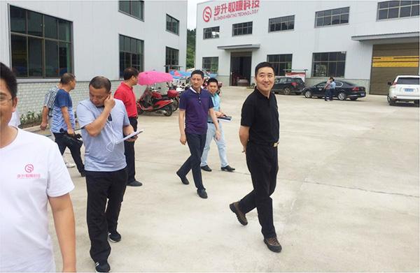新化县常务副县长王文红视察生产基地